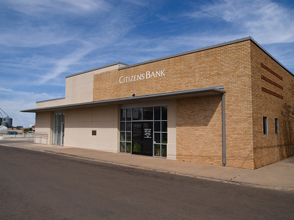Front entry photo of our Knox City banking location